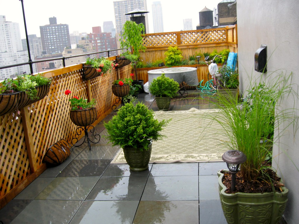 Bluestone tile deck with Manhattan skyline