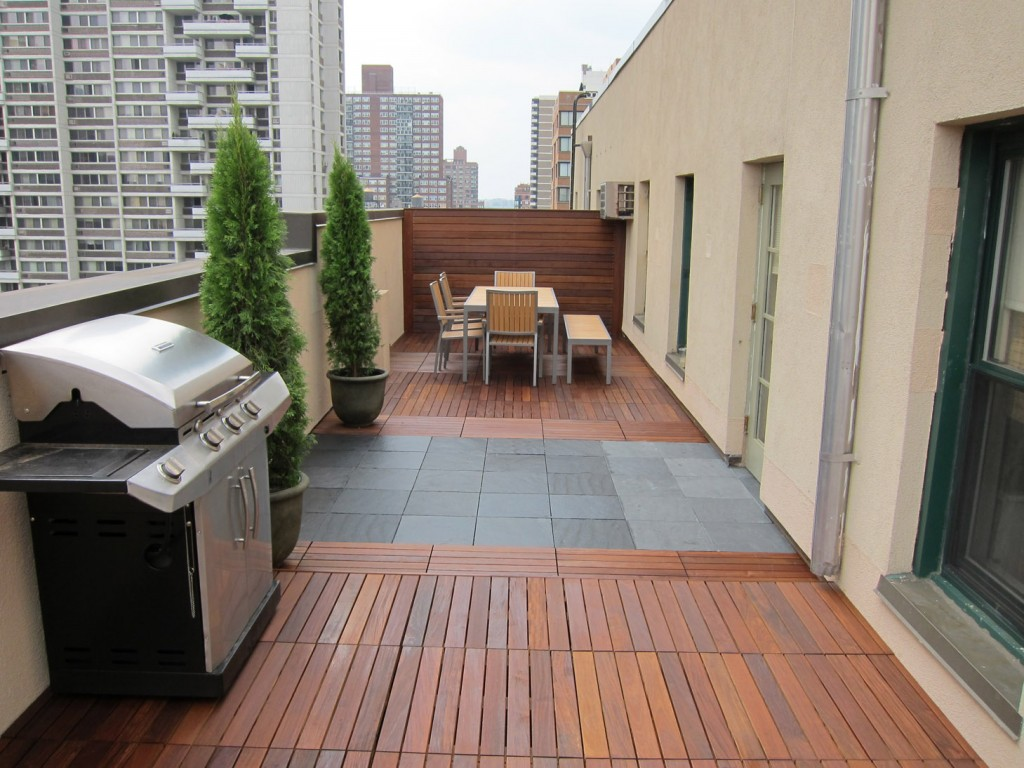 Hybrid NYC terrace, bluestone pavers and ipe wood tiles