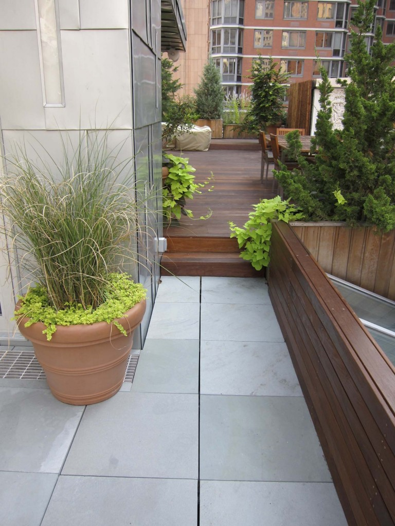 Hybrid Bluestone and wood deck terrace in NYC