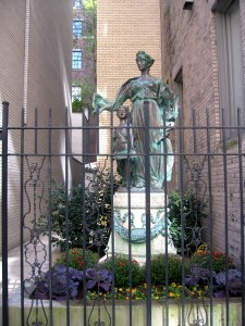 statue-fall-sm