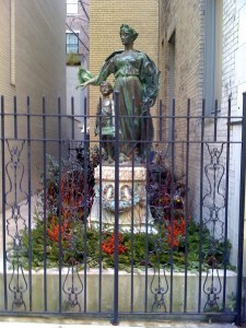 statue-plantings