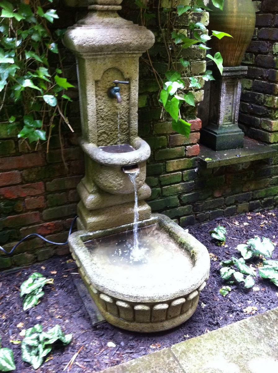 Fountains water features all decked out for Garden features for small gardens